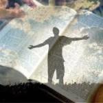 Jesús nos enseña a mirarnos a nosotros mismos antes de juzgar a otros